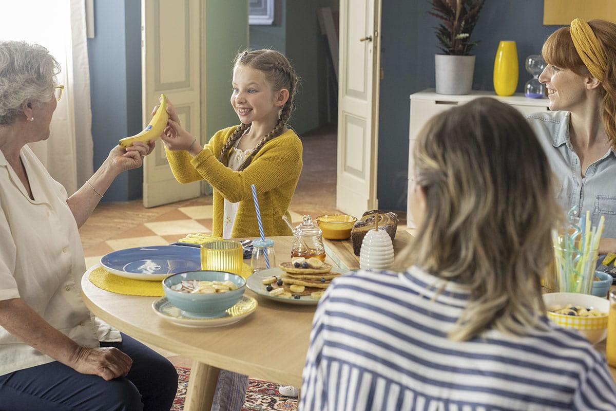 Linda sharing Chiquita banana with her family